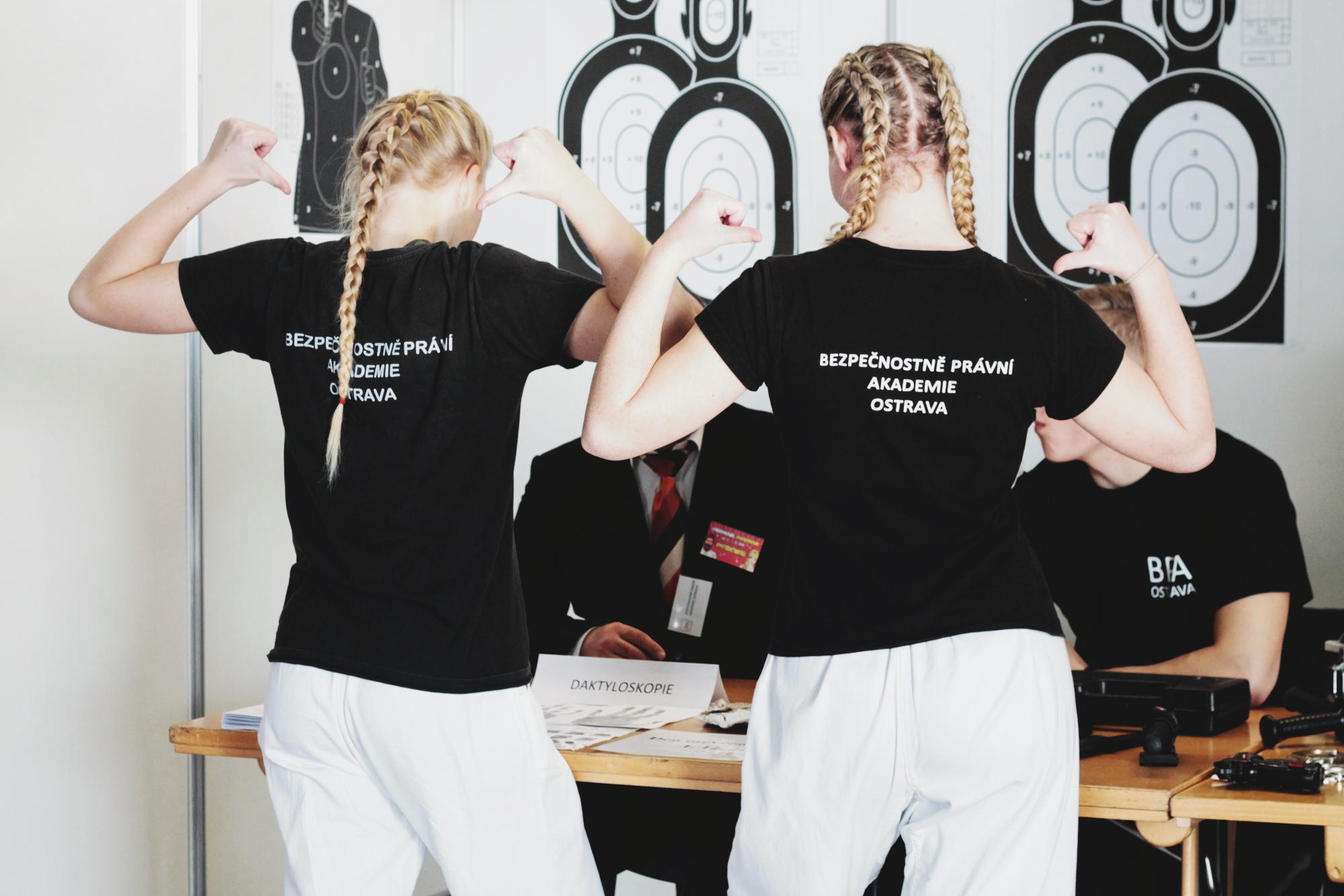 PR článek SŠ, VŠ, ProJob Černá louka 2019 trička